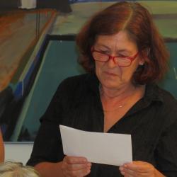 Bettina Tautscher liest die Grüße von Helga Keil-Bastendorf